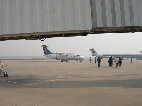 机场有航班将石家庄与北京,郑州,长沙,广州,南京,上海等地区连接起来